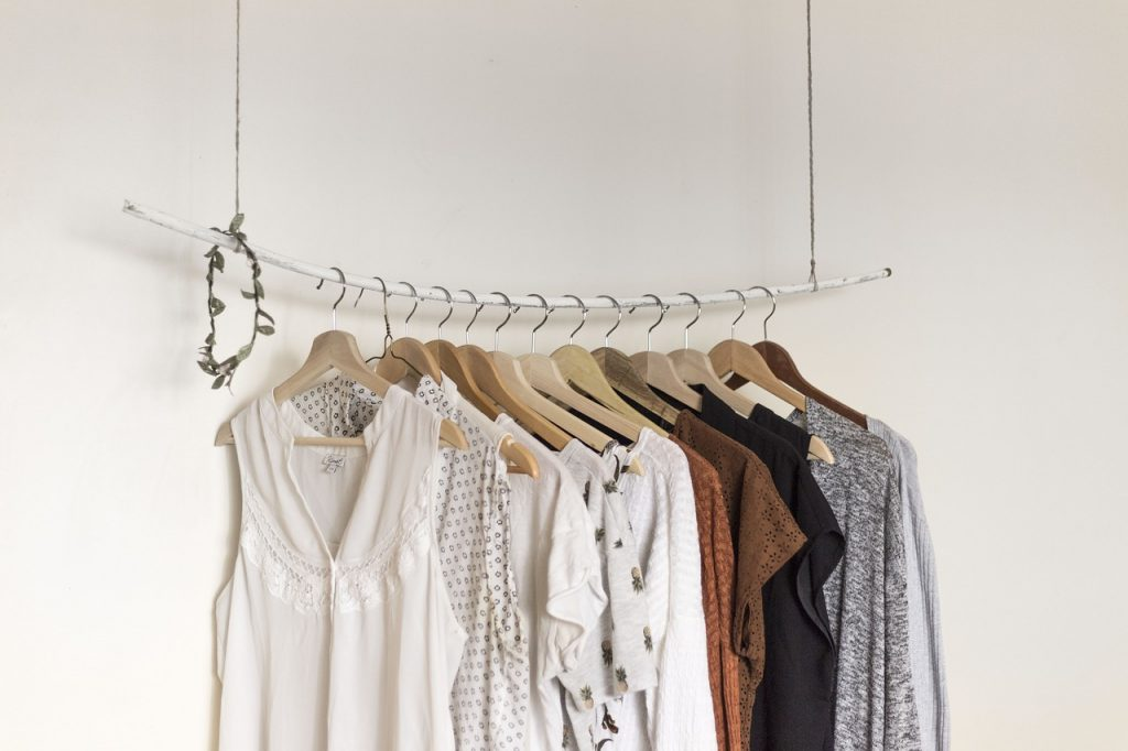 Clothing rack - keep clothes on hangers when packing for a college relocation
