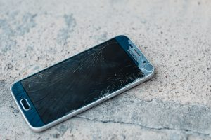 The risks of DIY moves are damaging your phone